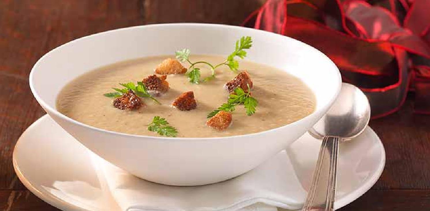 Houbová polévka s černým kořenem