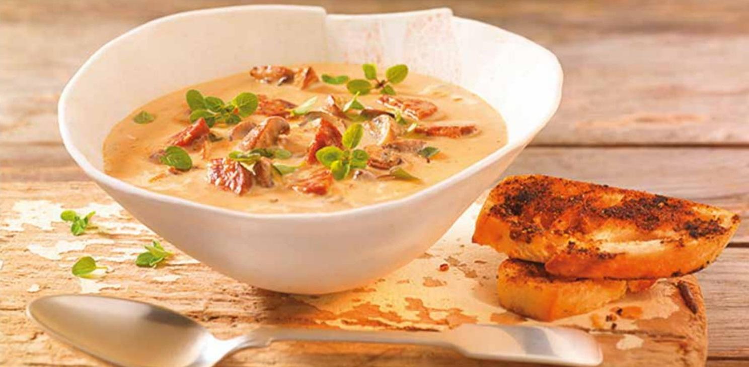 Houbová polévka s chorizem