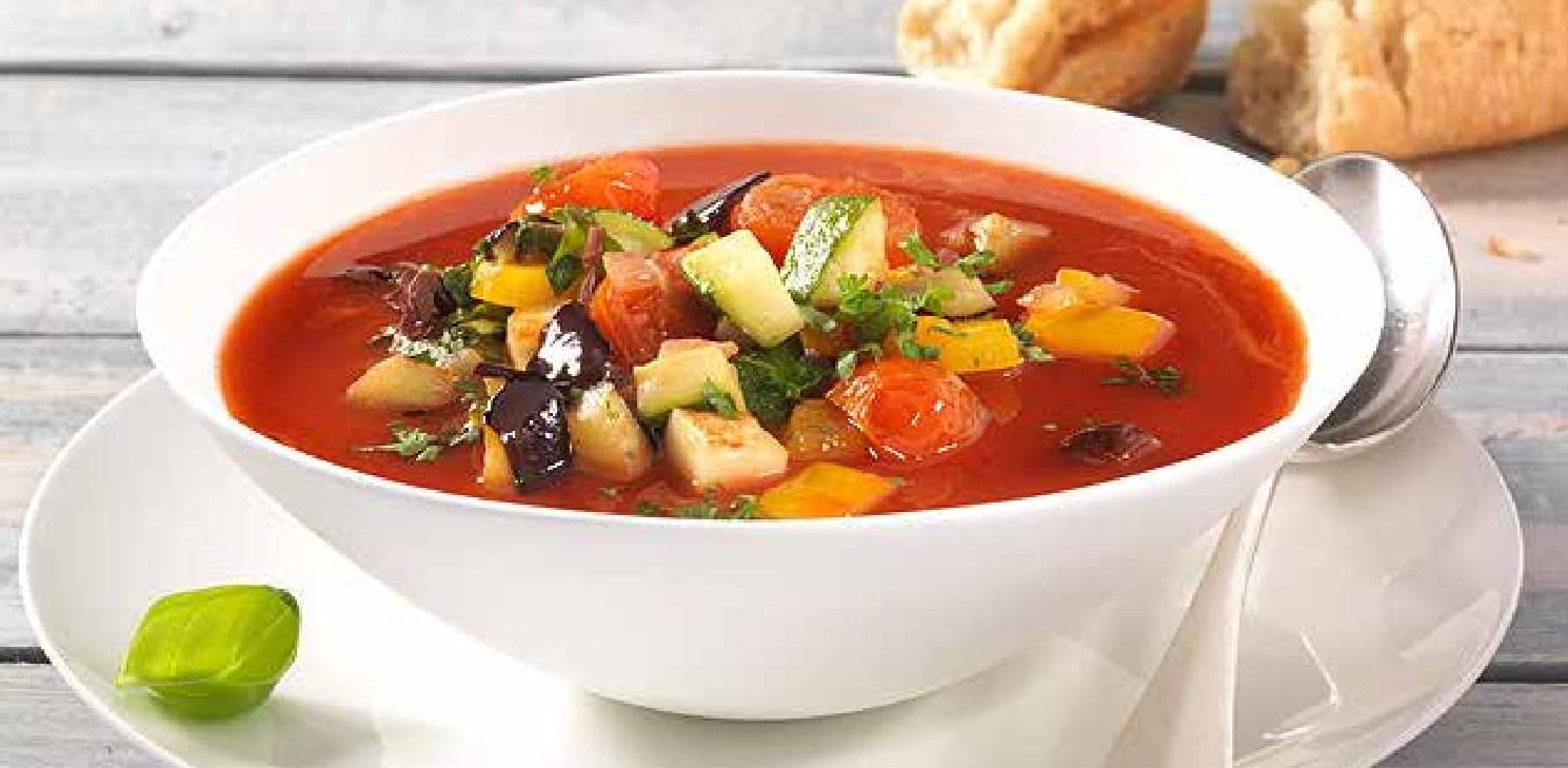 Rajčatová polévka s ratatouille