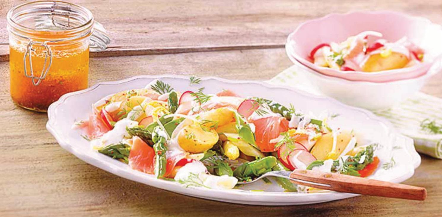 Chřestový salát s uzeným lososem