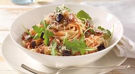 špagety se slaninou a cuketou