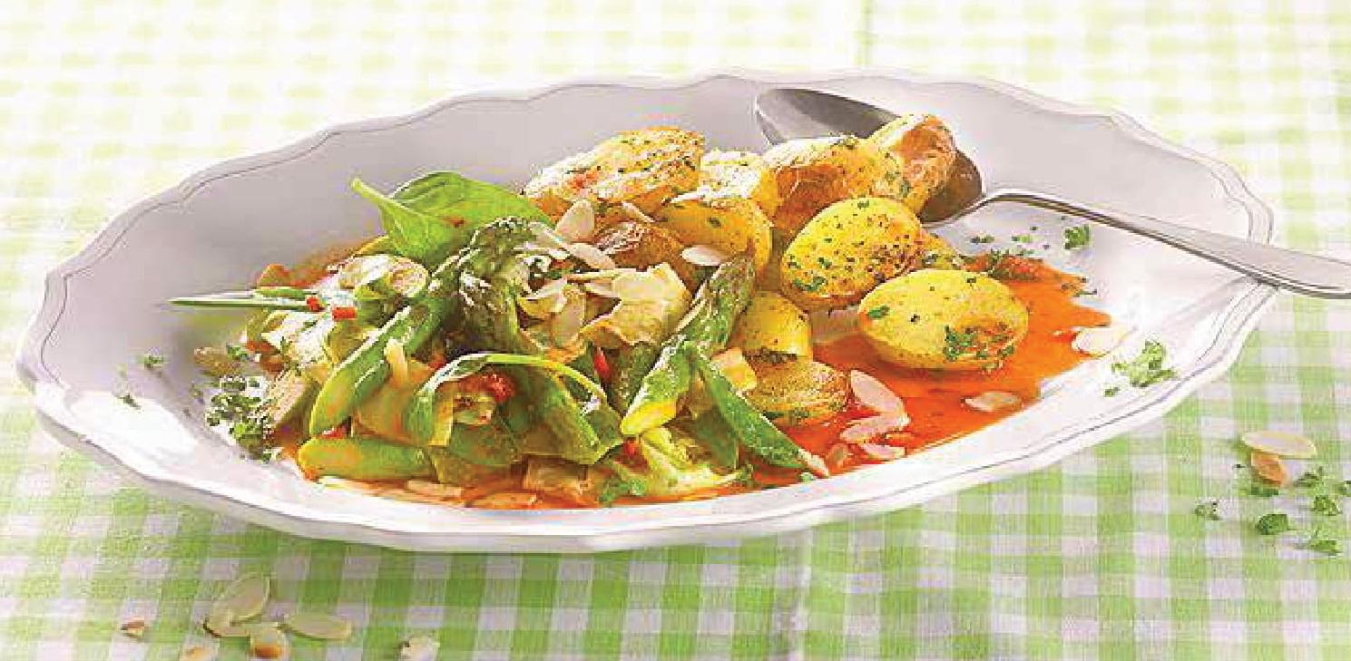 Zelená chřestová zelenina s pečeným bramborem